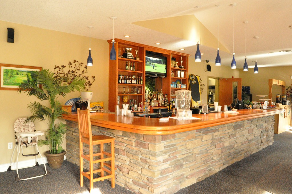 Kettle Creek Golf & Country Club Bar, port stanley meeting place, meeting area