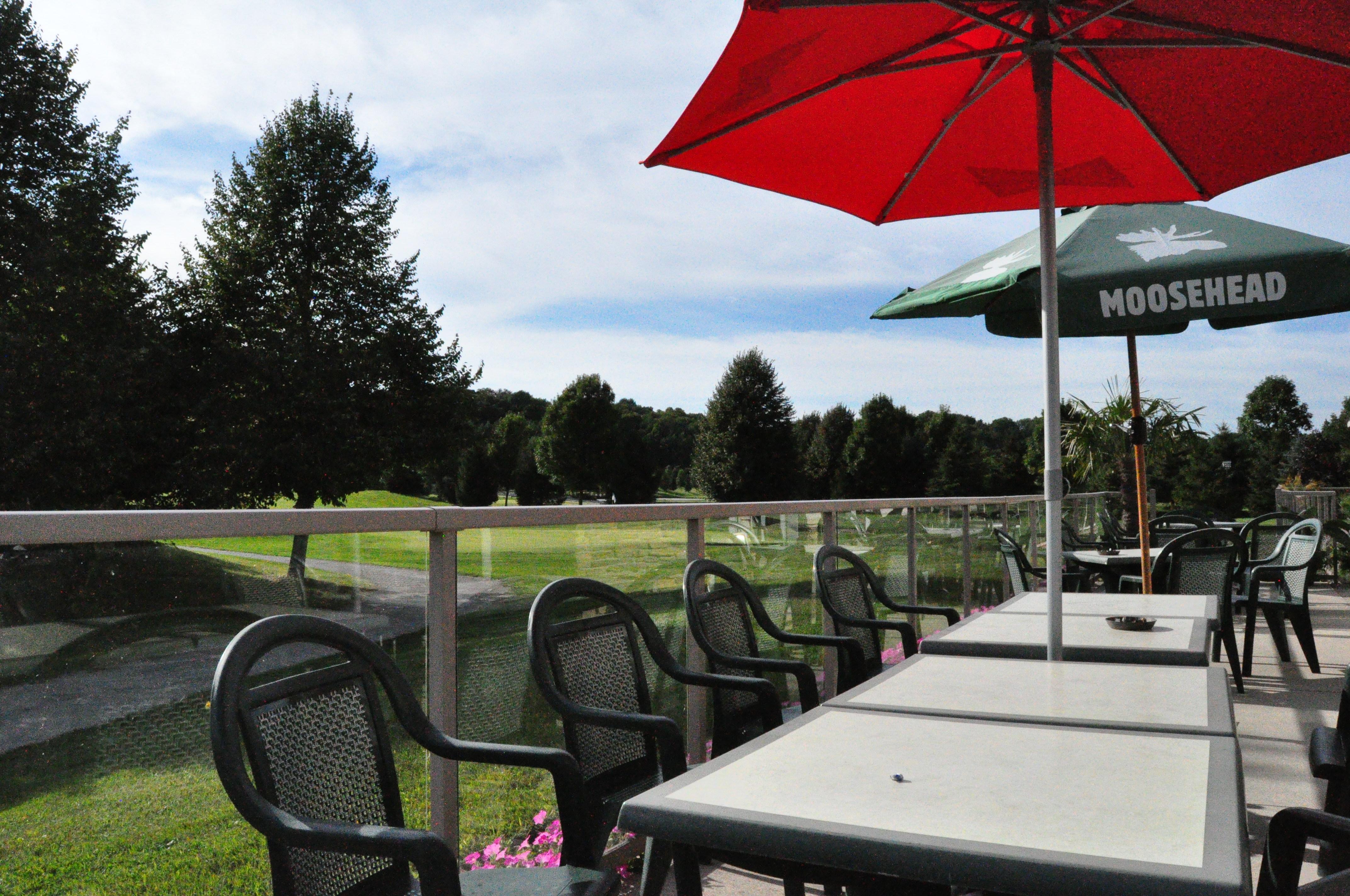 Outdoor patio, port stanley outdoor patio, summer outdoor patio, outside bar, summer patio port stanley